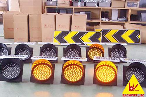 Đèn báo hiệu giao thông năng lượng mặt trời